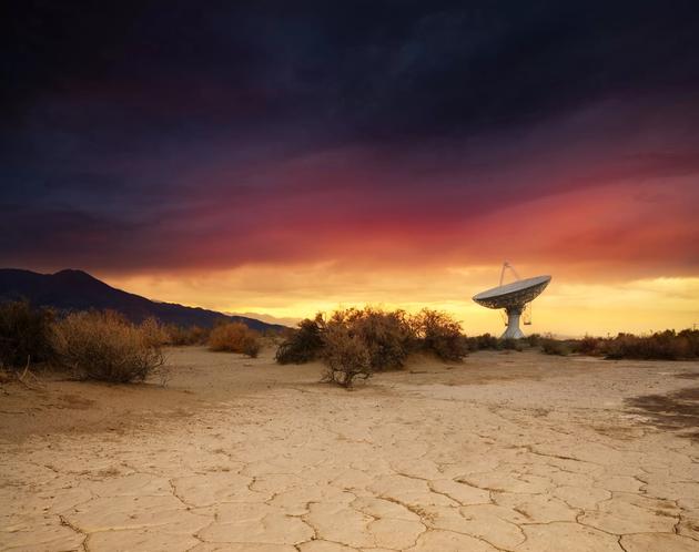 """欧文斯谷射电天文台又被当地居民称为""""大耳朵"""",它位于美国加州奥克兰。"""