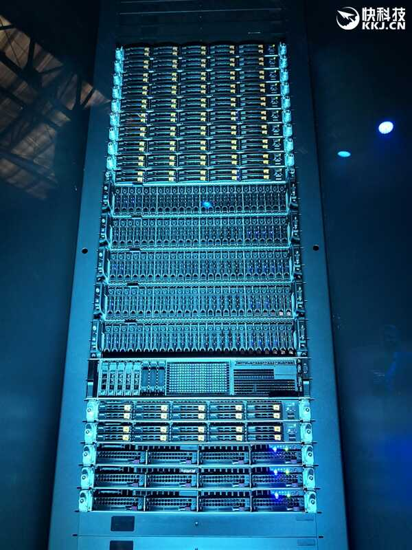 AMD 正式发布二代霄龙:64 核心 128 线程制霸性能猛增 23%