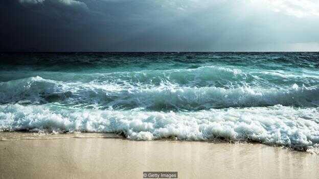 海水的潮涨潮落就是由月球的引力导致的。