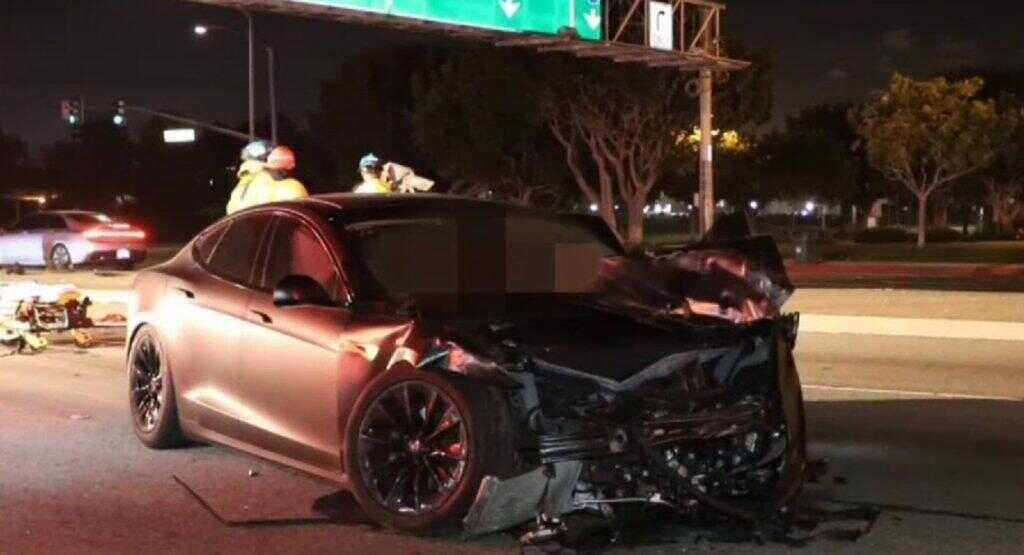 特斯拉在美连出致命车祸警方调查:当时谁控制车