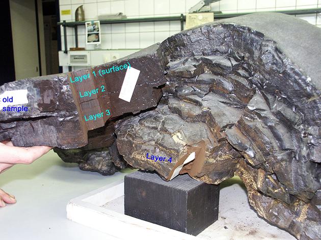 克劳斯·克尼利用从太平洋 4830 米深处采集的锰铁结壳来追踪铁的同位素 Fe-60,这些结壳的厚度可达 25 厘米