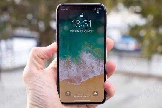 (起售价接近 1000 美元的 iPhone X)
