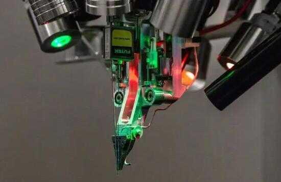 Neuralink 能够进行神经外科手术的机器人