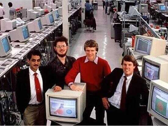 创始人(从左至右)Vinod Khosla、Bill Joey、Andy Bechtolsheim、Scot McNealy