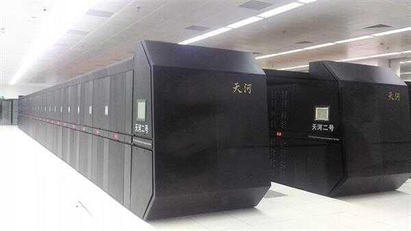 超级计算机 500 强史上首次全部千万亿次!中国神威太湖之光第三