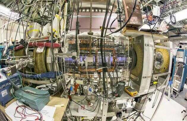 图中是普林斯顿场反转配置装置——PFRC-2,位于美国新泽西州普林斯顿等离子体物理实验室